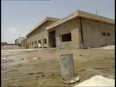 vídeos y material grabado en eventos de stock de may 7 1999 zi exterior of a water pumping station in poor condition / iraq - estación de bombeo