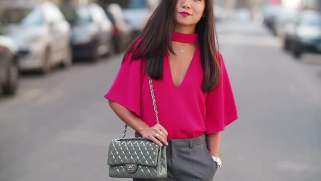 May Berthelot Head of Legal at Videdressingcom and fashion blogger wears a Zara pink choker a Zara low neck pink top Newlook gray heels Zara gray...