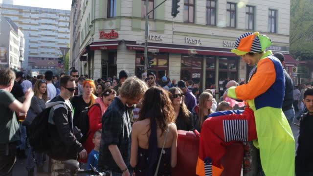 vídeos de stock, filmes e b-roll de may day in berlin kreuzberg germany on the 1st of may 2016 on a sunny day in kreuzberg in the oranienstra��e corner adalbertstra��e near kottbusser... - 1 de maio