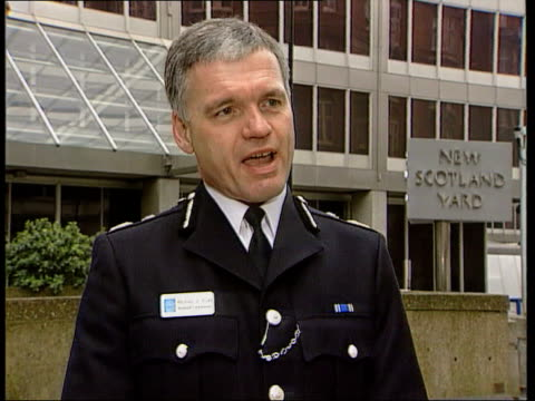 vídeos de stock, filmes e b-roll de london aftermath day assistant commissioner mike todd interview sot talks of success of police operations oxford circus i/c nat - 1 de maio