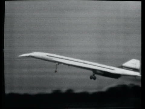stockvideo's en b-roll-footage met may; in 1976 concorde made its first transatlantic flight u19039901 - 9.4.1969 england: filton: ext b/w footage concorde 002 taking off and landing... - pilot