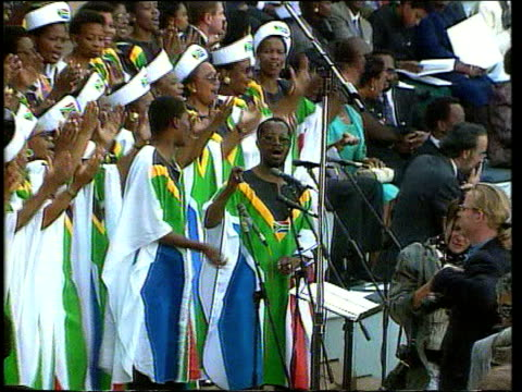 vídeos de stock, filmes e b-roll de may in 1994 nelson mandela is elected prime minister in south africa pretoria choir singing at inauguration ceremony / nelson mandela addressing... - tomada de posse
