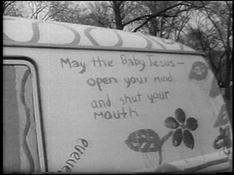 vidéos et rushes de b/w 1967 may the baby jesus open your mind and shut your mouth painted on side of van - 1967