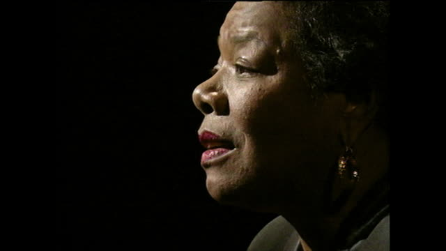 vidéos et rushes de maya angelou recalls memories of her mother and father as a child; 1994. - écrivain