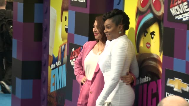 maya rudolph and tiffany haddish at the the lego movie 2 the second part world premiere at regency village theatre on february 02 2019 in westwood... - maya rudolph video stock e b–roll