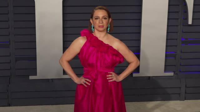 maya rudolph at 2019 vanity fair oscar party hosted by radhika jones at wallis annenberg center for the performing arts on february 24 2019 in... - maya rudolph video stock e b–roll