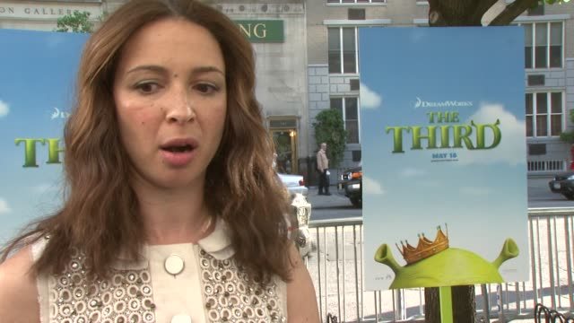 maya rudolph on being elated to play the role, loving the character of puss in boots, and her improvisational skills at the new york special... - maya rudolph video stock e b–roll