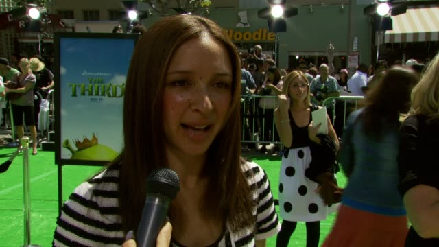 maya rudolph on being in the film at the 'shrek the third' premiere at the mann village theatre in westwood california on may 6 2007 - maya rudolph video stock e b–roll