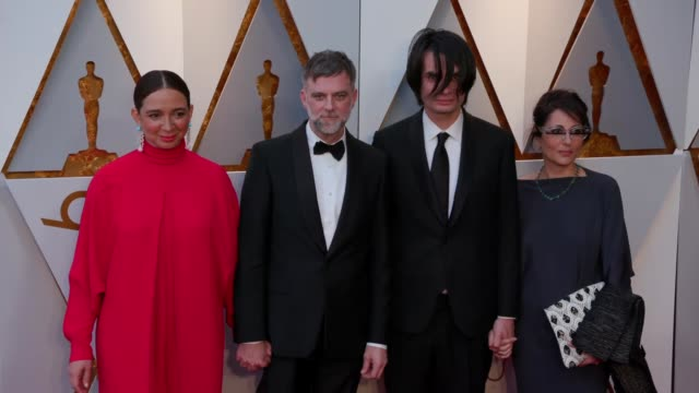 maya rudolph, paul thomas anderson, jonny greenwood, and sharona katan at the 90th academy awards - arrivals at dolby theatre on march 04, 2018 in... - maya rudolph video stock e b–roll