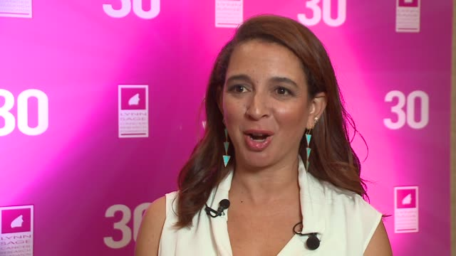 wgn maya rudolph talks about women in comedy at the lynn sage breast cancer foundation luncheon in chicago on october 15 2015 - maya rudolph video stock e b–roll