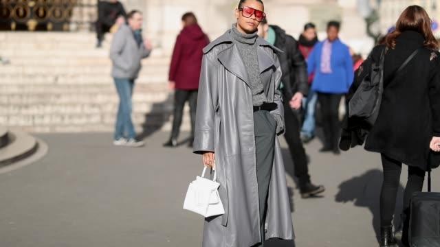 maya soul paustian is wearing grey leather coat, turtlenekc, pants, heels, white boyy bag seen on january 18, 2019 in paris, france. - dolcevita video stock e b–roll