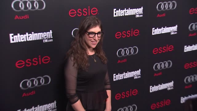 mayim bialik arrives at entertainment weekly hosts celebration honoring the screen actors guild awards¨ nominees on 1/26/13 in los angeles ca - entertainment weekly stock-videos und b-roll-filmmaterial