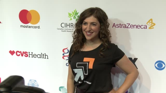 mayim bialik at stand up to cancer 2016 at walt disney concert hall on september 09 2016 in los angeles california - mayim bialik stock videos & royalty-free footage