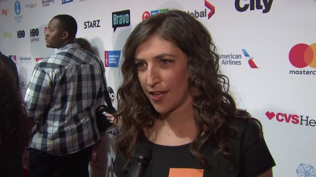 interview mayim bialik at stand up to cancer 2016 at walt disney concert hall on september 09 2016 in los angeles california - mayim bialik stock videos & royalty-free footage