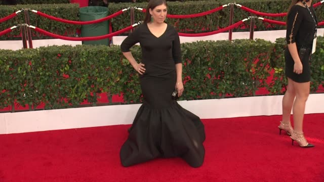 mayim bialik at the 21st annual screen actors guild awards arrivals at the shrine auditorium on january 25 2015 in los angeles california - mayim bialik stock videos & royalty-free footage