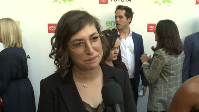 interview mayim bialik at the 29th annual environmental media awards at montage beverly hills on may 30 2019 in beverly hills california - montage beverly hills stock videos & royalty-free footage