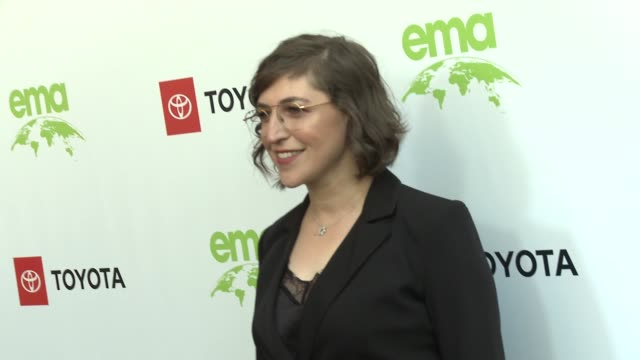 mayim bialik at the 29th annual environmental media awards at montage beverly hills on may 30 2019 in beverly hills california - mayim bialik stock videos & royalty-free footage