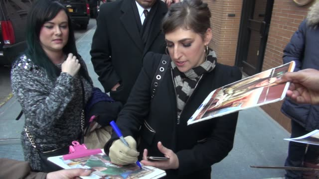 mayim bialik leaving the view show signs for and poses for photos with fans at celebrity sightings in new york on november 20 2014 in new york city - mayim bialik stock videos & royalty-free footage