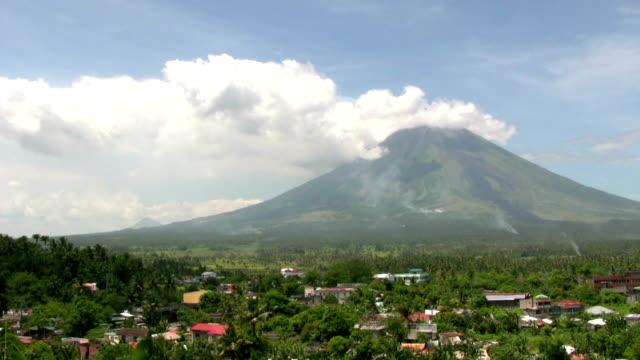 vidéos et rushes de hd : volcan mayon - philippines