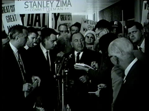 mayor daley arrives at o'hare airport, answers questions about martin luther king jr.'s chicago visit, and allegations that he left chicago to avoid... - vermeidung stock-videos und b-roll-filmmaterial