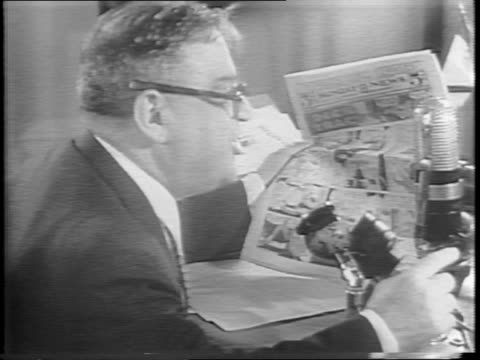 vídeos de stock, filmes e b-roll de mayor fiorello la guardia enthusiastically reading the sunday comics over the radio / radio mic reads wnyc / la guardia speaking directly to mic,... - publicação