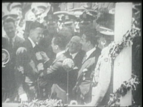 Mayor Jimmy Walker of NYC pinning medal on Charles Lindbergh in parade / NYC