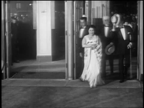 stockvideo's en b-roll-footage met mayor jimmy walker wife at premiere of glorifying the american girl in nyc / newsreel - 1927