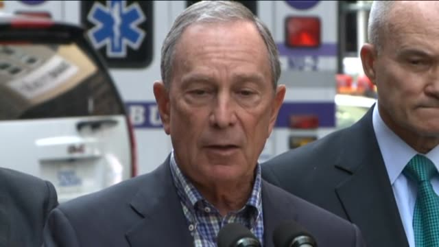 mayor michael bloomberg and police commissioner ray kelly give statement to the press on august 24, 2012 in new york, new york - pressekonferenz stock-videos und b-roll-filmmaterial