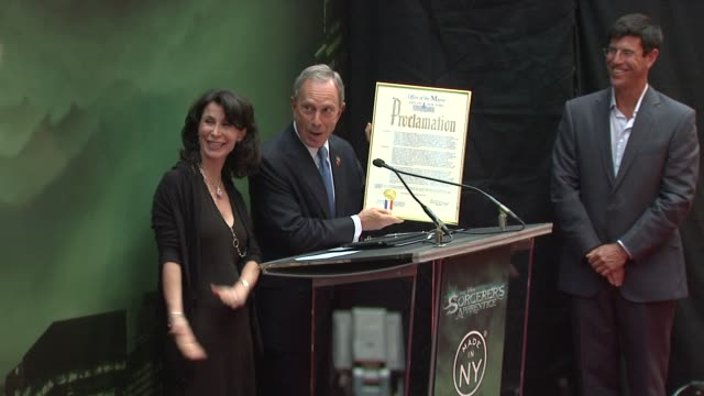 mayor michael bloomberg on the proclamation making this the sorcerer's independence day in honor of the film at the 'the sorcerer's apprentice' new... - bürgermeister stock-videos und b-roll-filmmaterial