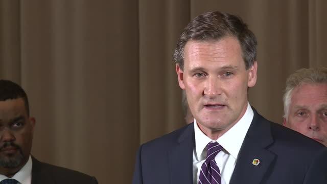vidéos et rushes de mayor michael signer speaks after charlottesville car attack killed 1 counter-protester, injured 19 on aug. 12, 2017. - charlottesville