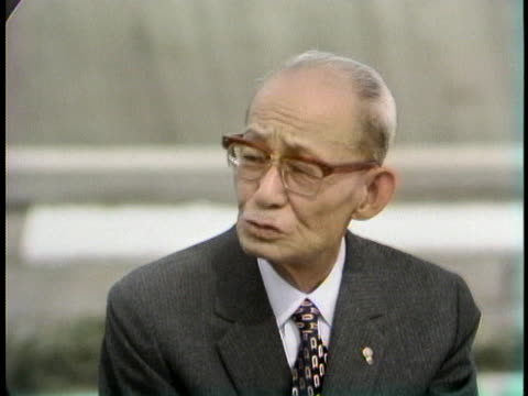 mayor of hiroshima setsuo yamada says the japanese constitution denounces war. - (war or terrorism or election or government or illness or news event or speech or politics or politician or conflict or military or extreme weather or business or economy) and not usa点の映像素材/bロール