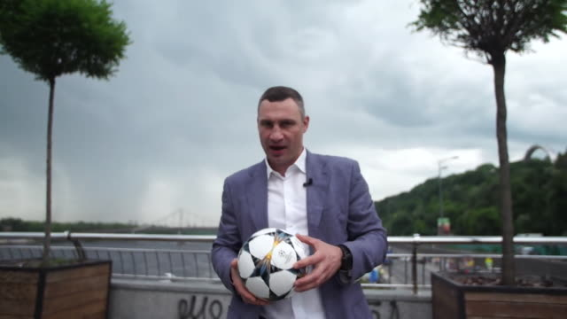 Mayor of Kiev and former World Heavyweight Champion Vitali Klitschko welcoming sports fans to the Champions League final