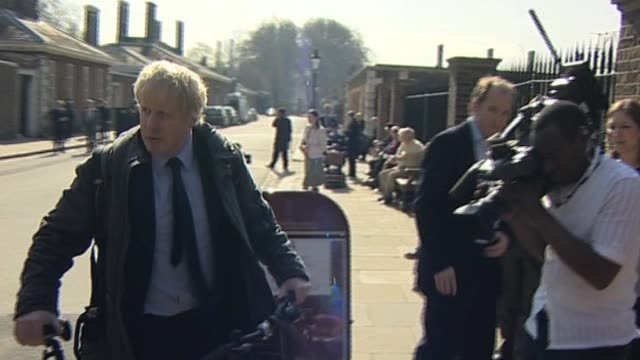 stockvideo's en b-roll-footage met mayor of london boris johnson arrives at royal hospital chelsea london 9 april - number 9