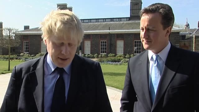 stockvideo's en b-roll-footage met mayor of london boris johnson comments on london transport infrastructure with conservative party leader david cameron during election campaign... - number 9