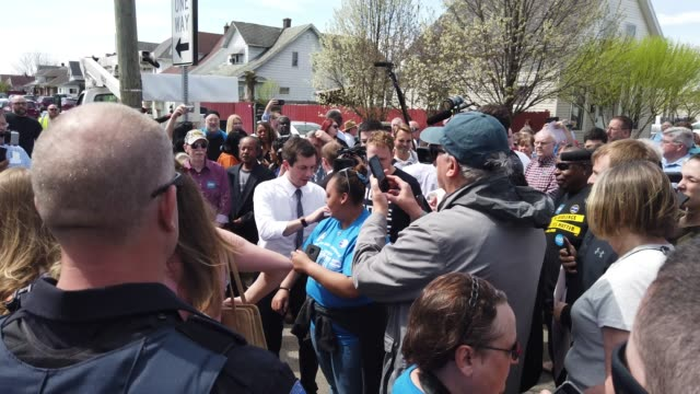vídeos de stock, filmes e b-roll de mayor pete is surrounded by media and supporters before unveiling the dyngus day drive sign south bend indiana mayor pete buttigieg who is running as... - primary election