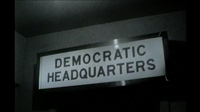 vídeos de stock e filmes b-roll de mayor richard j daley at chicago democratic headquarters in 1960 - partido democrático eua