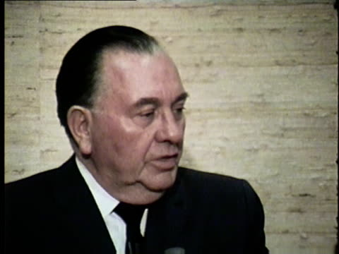 wgn mayor richard m daley talks about racial segregation and saturation in 1966 martin luther king jr and other civil rights leaders led several... - bürgermeister stock-videos und b-roll-filmmaterial
