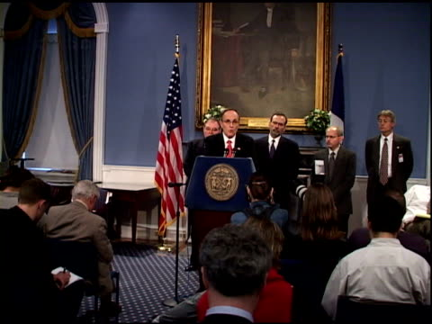 vídeos y material grabado en eventos de stock de mayor rudolph giuliani speaking at city hall press conference - fatal anthrax case investigation of employee at manhattan eye, ear and throat... - 2001