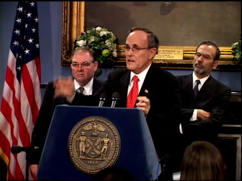 vídeos y material grabado en eventos de stock de mayor rudolph giuliani speaking at city hall press conference october 1, 2001. anthrax scare life is scary... low statistical probability of anthrax... - 2001