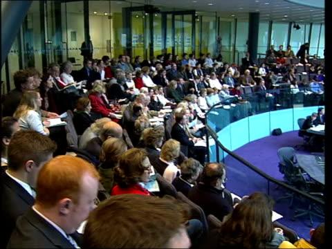 politicians aim to encourage voters lib tgv london assembly meeting at city hall pan - itv london tonight weekend点の映像素材/bロール