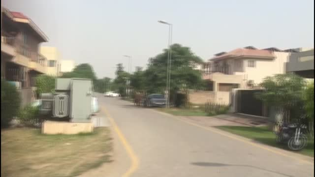 mayra zulfiqar murder: pakistan police hunt two men after londoner is shot in lahore; pakistan: lahore: ext police officers at gates of house police... - crime and murder stock videos & royalty-free footage