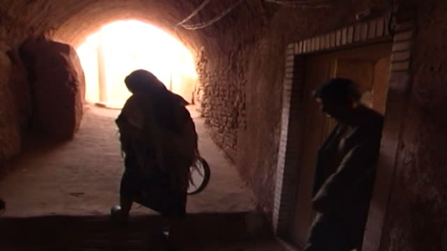 mazraeh-ye kalantar. view of an internal courtyard in a traditionally build zoroastrian house in mazraeh-ye kalantar in yazd province. - yazd province stock videos & royalty-free footage