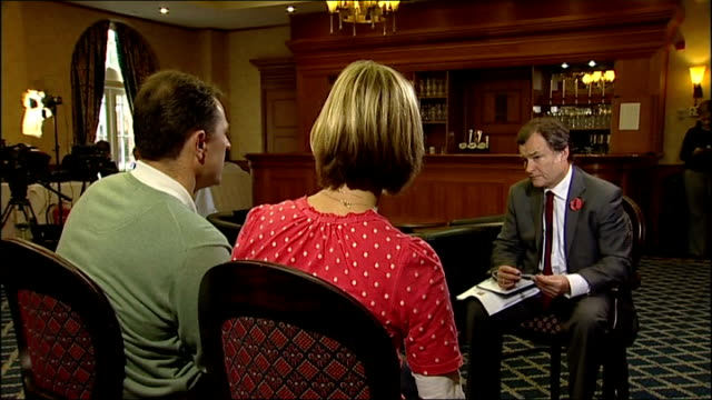 mccanns sitting with itn reporter during interview gerry mccann sitting with wife kate mccann as interview sot - don't want police review to... - kate mccann stock-videos und b-roll-filmmaterial