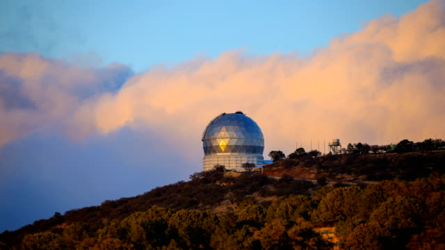 mcdonald observatory in fort davis, texas - sternenteleskop stock-videos und b-roll-filmmaterial