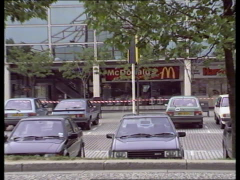 milton keynes ms front of firebombed hamburger store as cordon in f/g bv police erecting cordon across poles - mcdonald's stock-videos und b-roll-filmmaterial