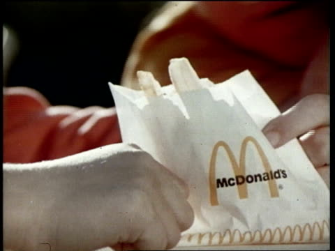 vidéos et rushes de mcdonald's television commercial - unhealthy eating