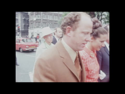 london: old bailey: ext alex mckay , ian mckay and diane dyer and husband along l-r to bv col pos/col kkt: 16mm; itn/library: 29sec: 18ft: tx... - husband stock videos & royalty-free footage