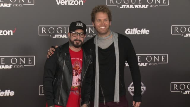 """vídeos de stock, filmes e b-roll de mclean and mark adler at """"rogue one: a star wars story"""" world premiere at the pantages theatre on december 10, 2016 in hollywood, california. - série de filmes star wars"""