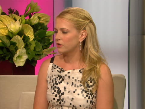 actress, melissa joan hart who many people know from clarissa explains it all and sabrina the teenage witch, has gotten involved with beech-nut and... - melissa joan hart video stock e b–roll