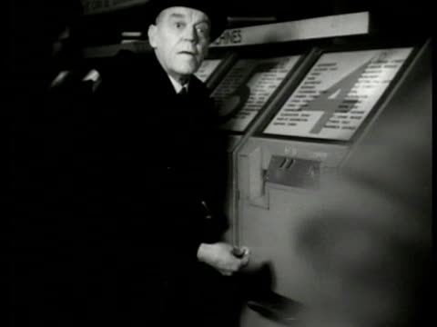 mead' running pass crowd in underground . vs 'mead' stealing train ticket from man at machine. vs 'mead' through crowd giving ticket down escalator... - 1949 bildbanksvideor och videomaterial från bakom kulisserna